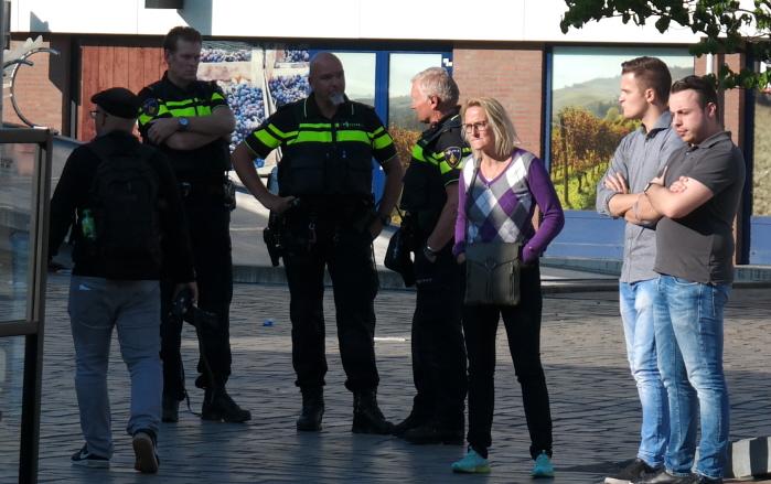 De politie bleef op een afstand en kwam na afloop vragen of we tevreden waren (klanttevredenheidsonderzoek?)