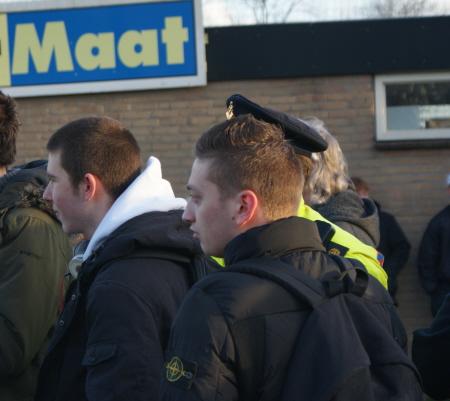 Ook bij het protest van afgelopen zaterdag: links neo-nazi Owen Koenekoop met rechts een kameraad van hem.