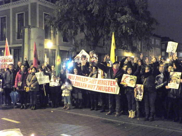 Strijdbaar moment van stilte aan het einde van de demonstratie.
