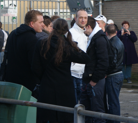Fascisten bij het protest van afgelopen zaterdag: links grafschenner Paul Peters en in het wit Brian van Houdt.