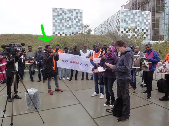 Op 22 september 2017 demonstreerde hij opnieuw tegen Al-Bashir in Den Haag.
