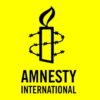 Het zou mooi zijn als Amnesty principieel stelling zou nemen tegen dat prikkeldraad van de opsluiting, ook als het om mensen zonder papieren gaat.
