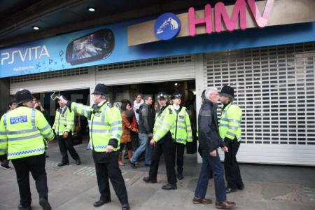 Politie greep in toen weer een winkel werd platgelegd in Londen.