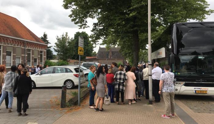 Zo'n 90 linkse kiezers gingen met de verkiezingsbus van Oss naar Deventer.