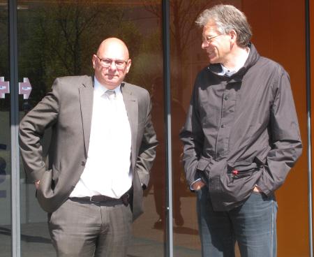 Links onderdirecteur Rob van Rijn, mogelijk later achter tralies wegens georganiseerde mensenhandel.