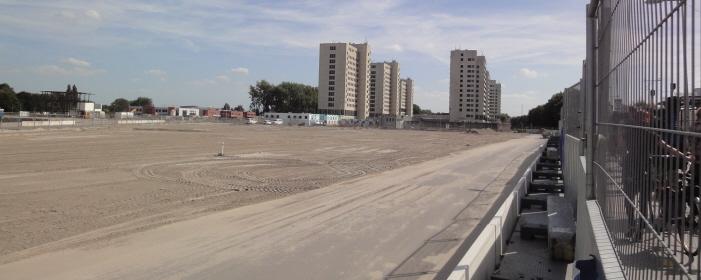 De buurt wordt opgeknapt, dat wil zeggen er wordt gebouwd voor de rijken.