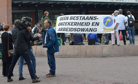 Dwangarbeider dwangarbeider Petar Kapralov wordt geïnterviewd.