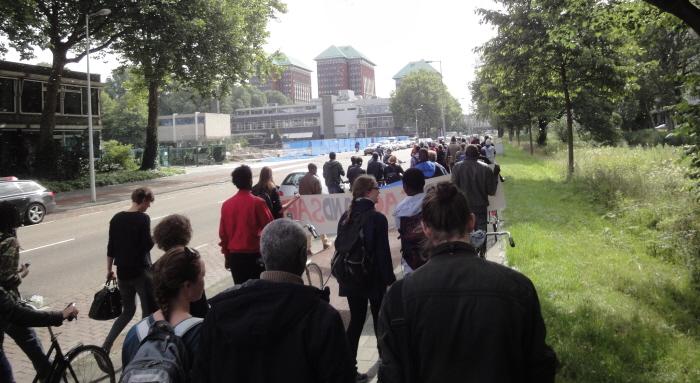 De demonstratie onderweg.