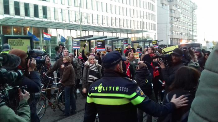 De facto blokkade van trams naast Den Haag CS