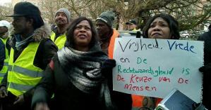 Voor de Soedanese ambassade in Den Haag
