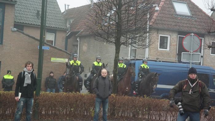 """Alles voortdurend gadegeslagen door politie. Leuk om hun gezichten te zien toen toen """"Fuck the police"""" van NWA gedraaid werd."""
