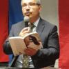 Deense Grijze Wolven-leider İlhan Esen leest op de 'boekenbeurs' voor uit eigen werk