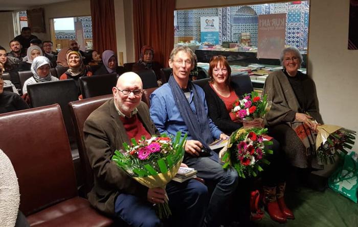 De Nederlandse auteurs kregen een bloemetje van de fascisten