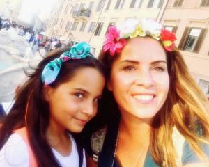 Sevinç Erbulak en haar dochter.