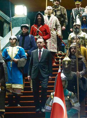 Erdoğan en zijn strijders in zijn paleis