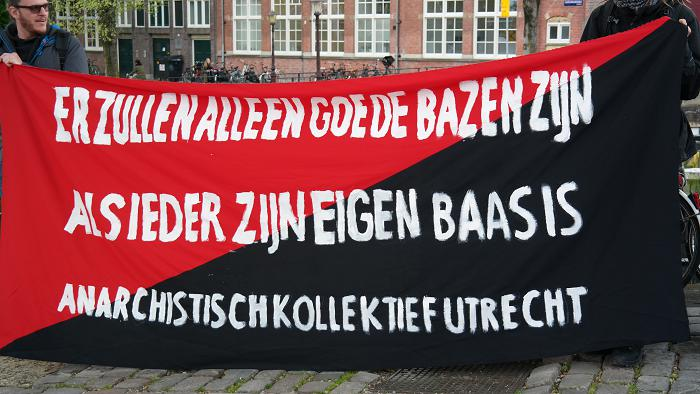 Spandoek van het Anarchistisch Kollktief Utrecht.