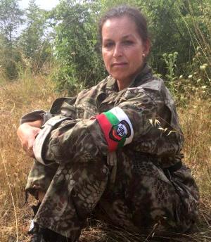 Tatjana Festerling aan het vluchtelingenjagen aan de Bulgaarse grens.