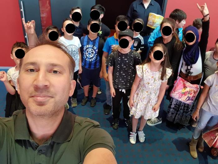 Kinderen leren het fascisme vroeg bij de vereniging Hoca Ahmed Yesevi van Abuzet Bozbiyik.