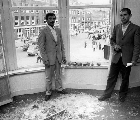 Rassenrellen in 1972: ruiten ingegooid bij gastarbeiders.