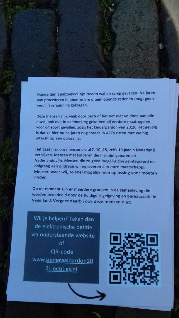 Flyer met oproep om de petitie te tekenen.