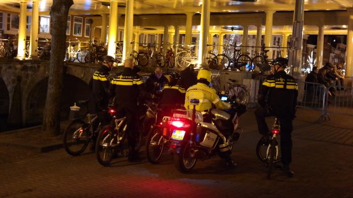 Enkele tientallen agenten houden klein aantal extreem-rechtse lui scherp in de gaten.