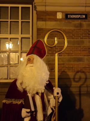 Fotomomentje van Sinterklaas, op het Stadhuisplein na afloop van zijn inspraak.