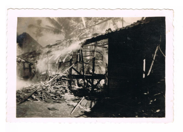 Brandende kampong.