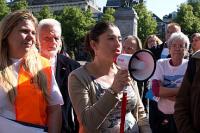Links Maaike Zorgman van het comité Dwangarbeid Nee, en rechts SP-Kamerlid Sadet Karabulut (van Dwangarbeid Driemaanden)