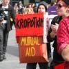 Studenten droegen belangrijke boeken mee op de demonstratie van 25 maart.