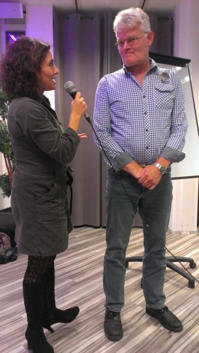 Karabulut interviewt Toet. (foto: Lennart Feijen)