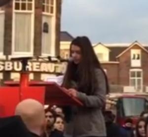 Mary tijdens haar toespraak.