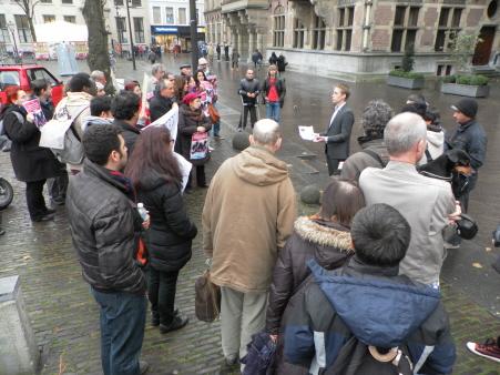 Gesprek tussen de actievoerders en SP-Kamerlid Michiel van Nispen (14 november).