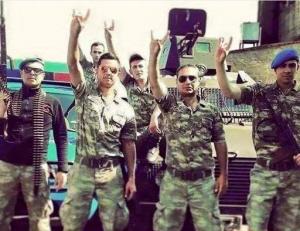 Vooral in het Turkse leger en para-militaire eenheden zitten veel Grijze Wolven.