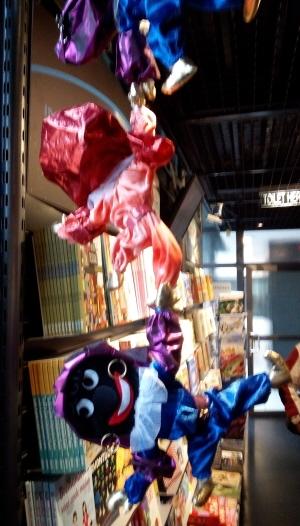 Schaamteloos Zwarte Piet-racisme in de Omniversum-winkel.