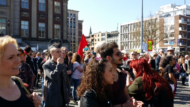 Vrolijke diverse demonstratie. (Foto: Sjaak Platzak)