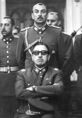 Over machismo gesproken: Augusto Pinochet.