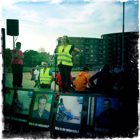 Toespraak van de organisatie aan het begin van de demonstratie. (foto: Sabah Boustani)