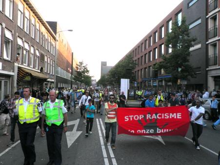 Demonstratie over de volle breedte van de weg. (foto: Eric Krebbers)