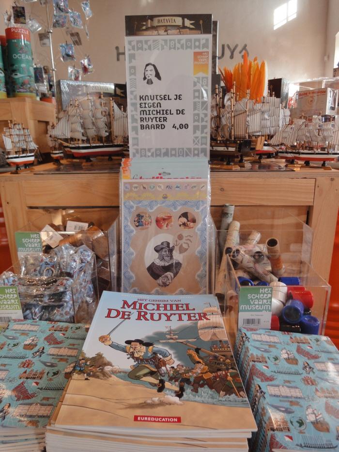 Stripboeken, baarden en andere De Rover-prullaria.