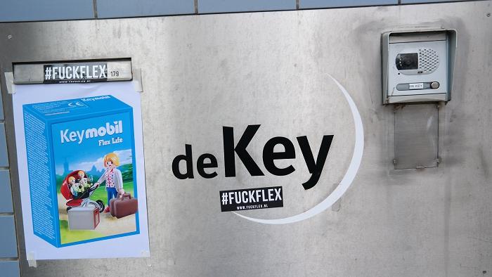 Het bellenbord van De Key wat opgefleurd.