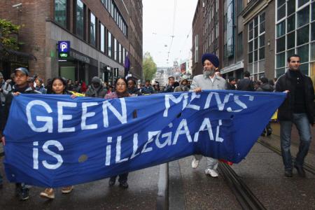 Meneer Singh (met tulband) tijdens een demonstratie in Amsterdam, november 2012.