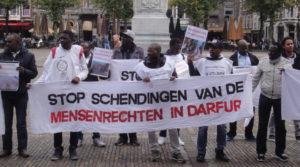 """Op het Plein: """"Stop schendingen van de mensenrechten in Darfur""""."""