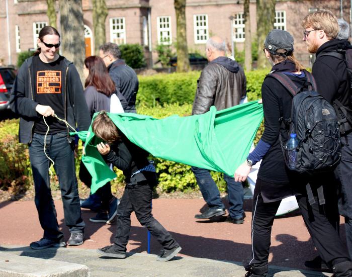 Ons groene spandoek was niet altijd even goed zichtbaar.