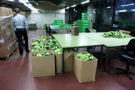 Packing sponges in the forced labour center in Leiden.