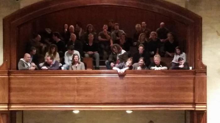 Toehoorders, binnen op de tribune in de raadszaal. (foto: Chris de Waard)