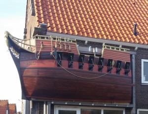 Koloniale zeeschurk Tromp geëerd met een nagebouwd schip.