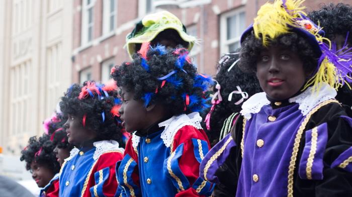 Zwarte Pieten bij de Leidse intocht (foto: Karla Isidorou)