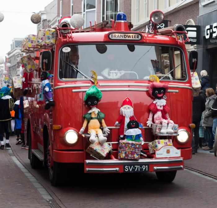 Golliwogs: Leiden stapt af van Zwarte Pieten maar behoudt deze Zwarte Pieten-poppen (foto: Karla Isidorou)
