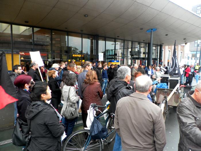Vlak voor het vertrek van de demonstratie.