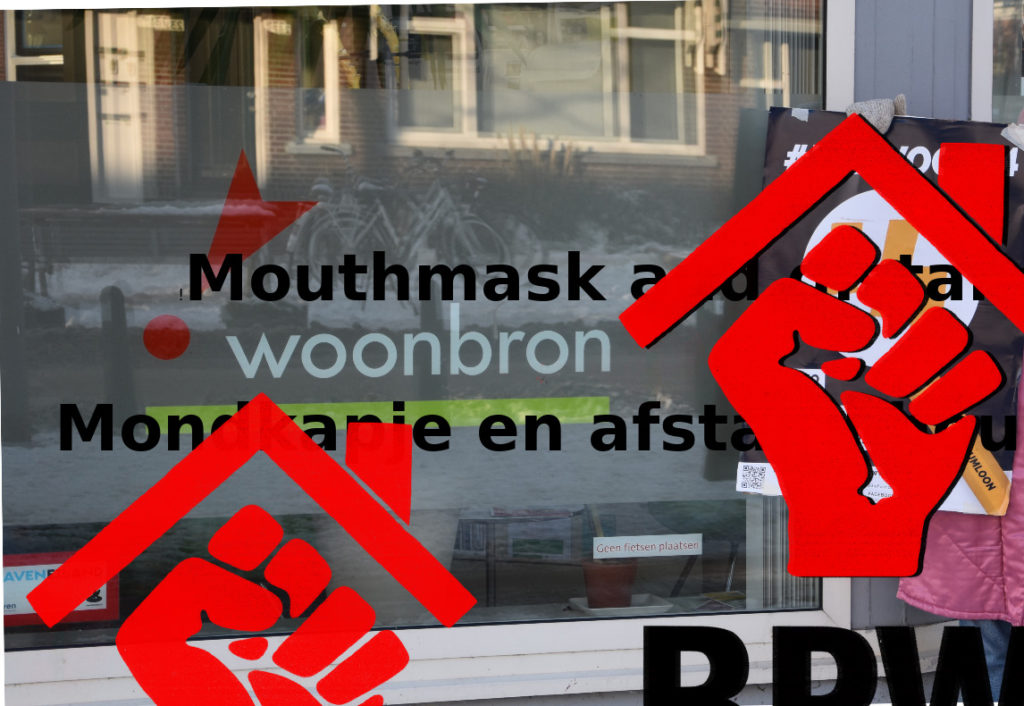 Je ziet op de achtergrond een ruit van een pand van Woonbron met hun logo erop. Er is een #Voor14 poster op het raam geplakt. Op de voorgrond een logo van een dakje met daaronder een geheven vuist.